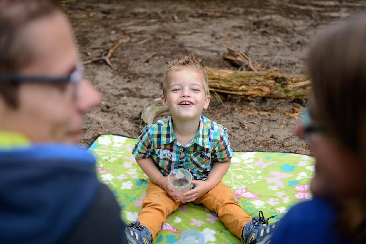 Gezellige familieshoot in het bos: Manon + Erik + Remi